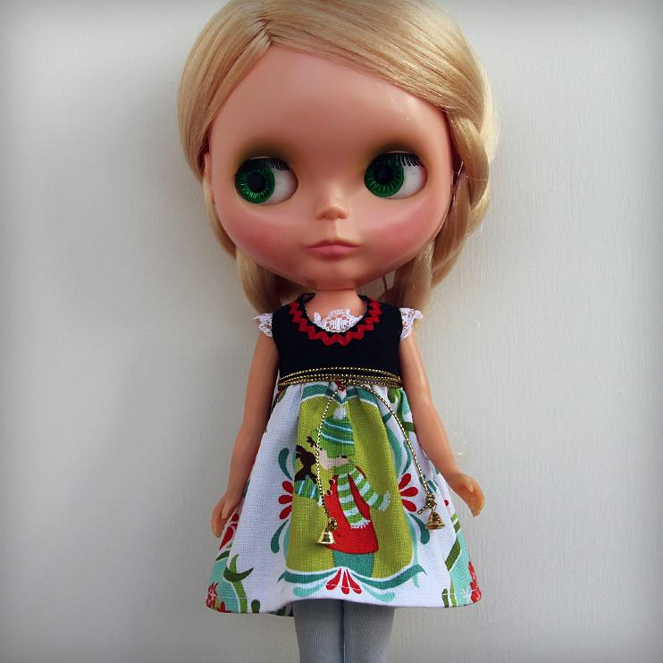 Dirndl Bells – Bavarian style Christmas dress for Blythe dolls