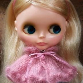 Bobbled cape for Blythe dolls